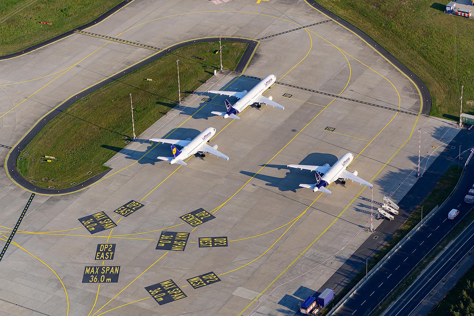 Geparkte A320 auf der eigentlichen Enteisungsplattform