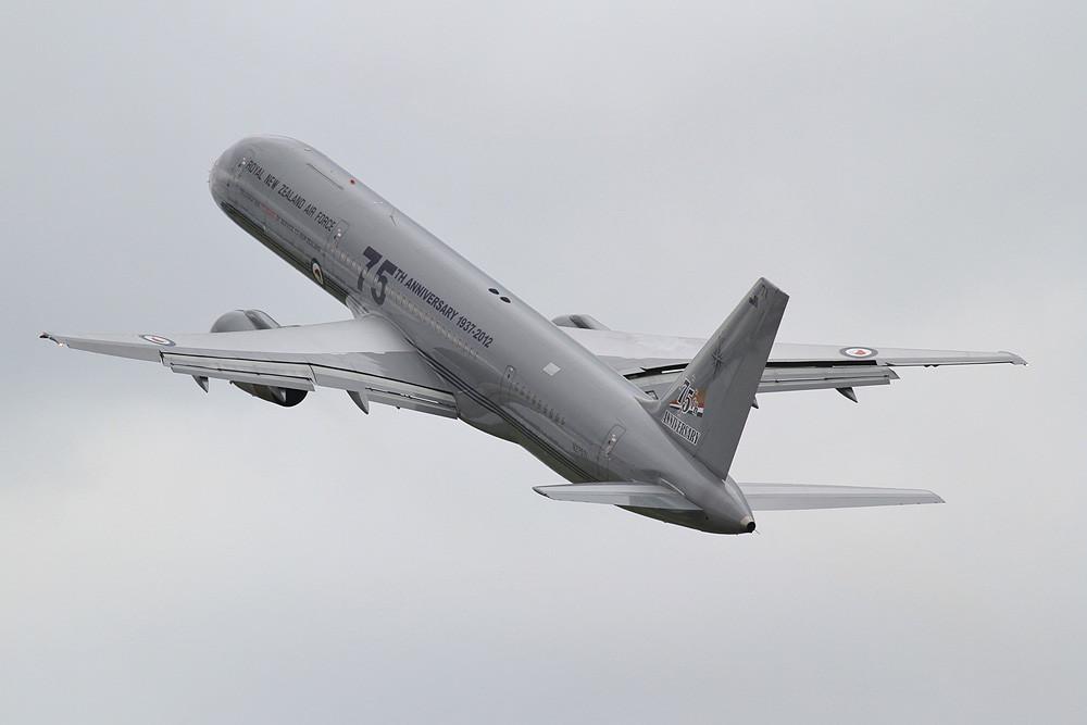 Boeing 757 der RNZAF, eine ehemalige Dutchbird-Maschine.