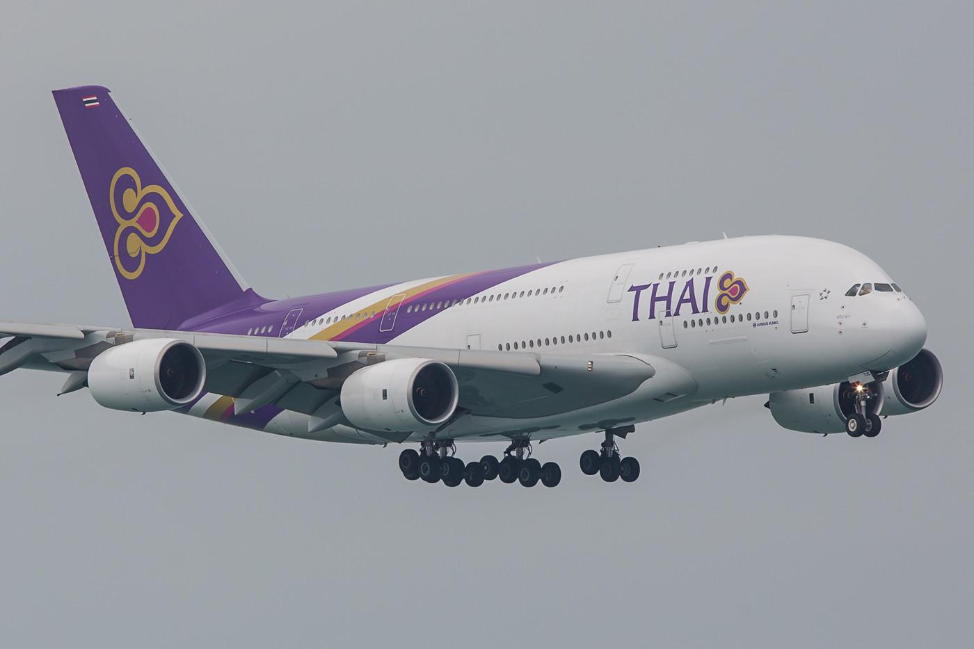 Auch kein Flugzeug für eine Kurzstrecke, der A 380 der Thai Airways.