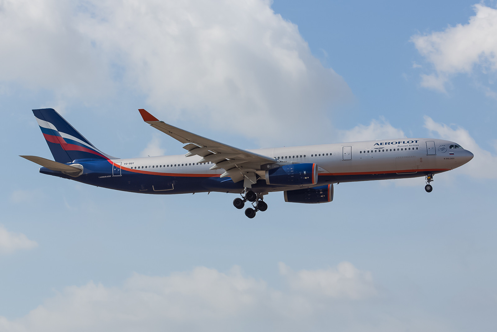 Leider nicht im besten Licht kommt freitags die Aeroflot aus Moskau.