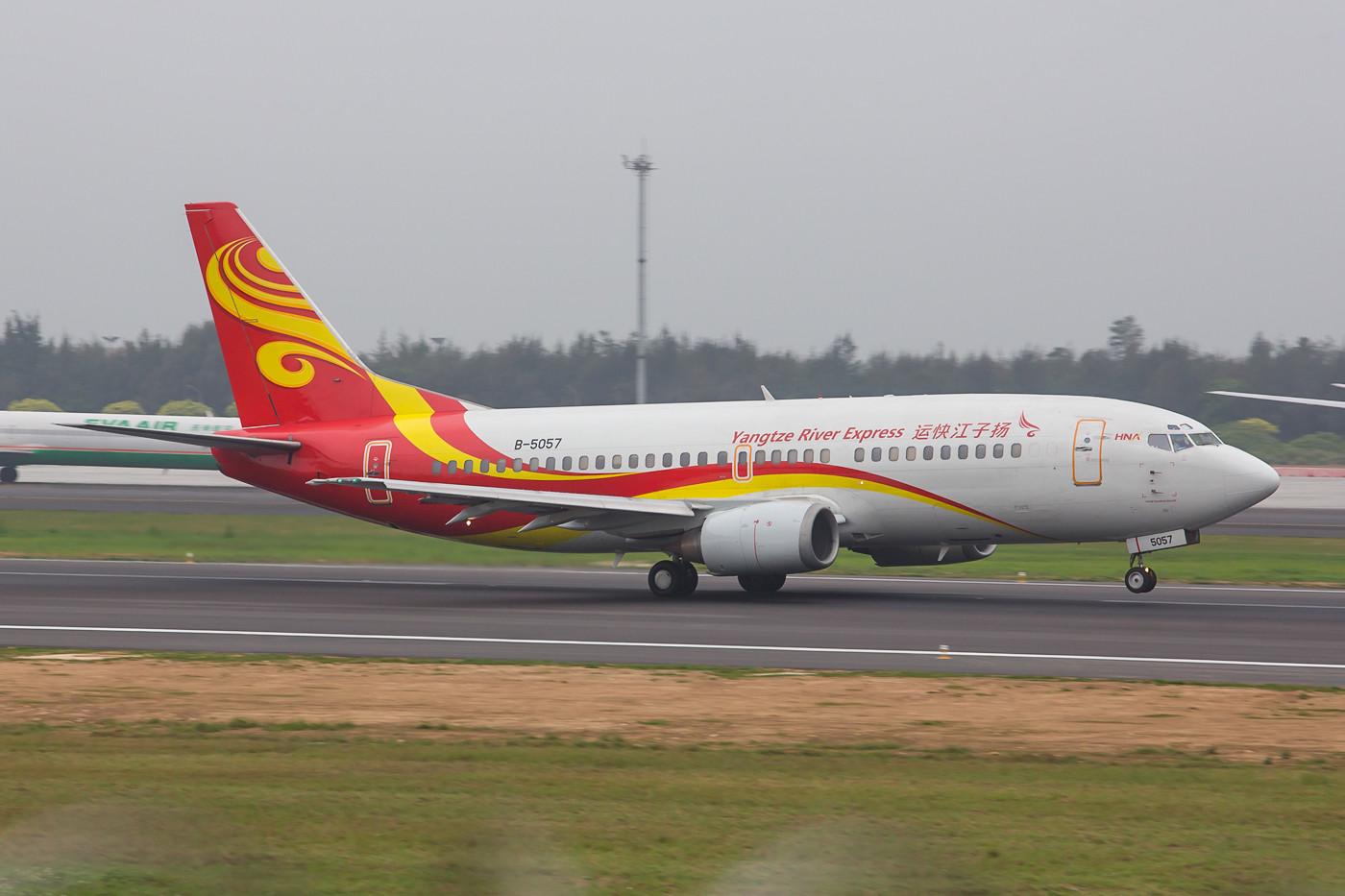 Unterwegs für China Postal war diese Boeing 737-330QC des Yangtse River Express.