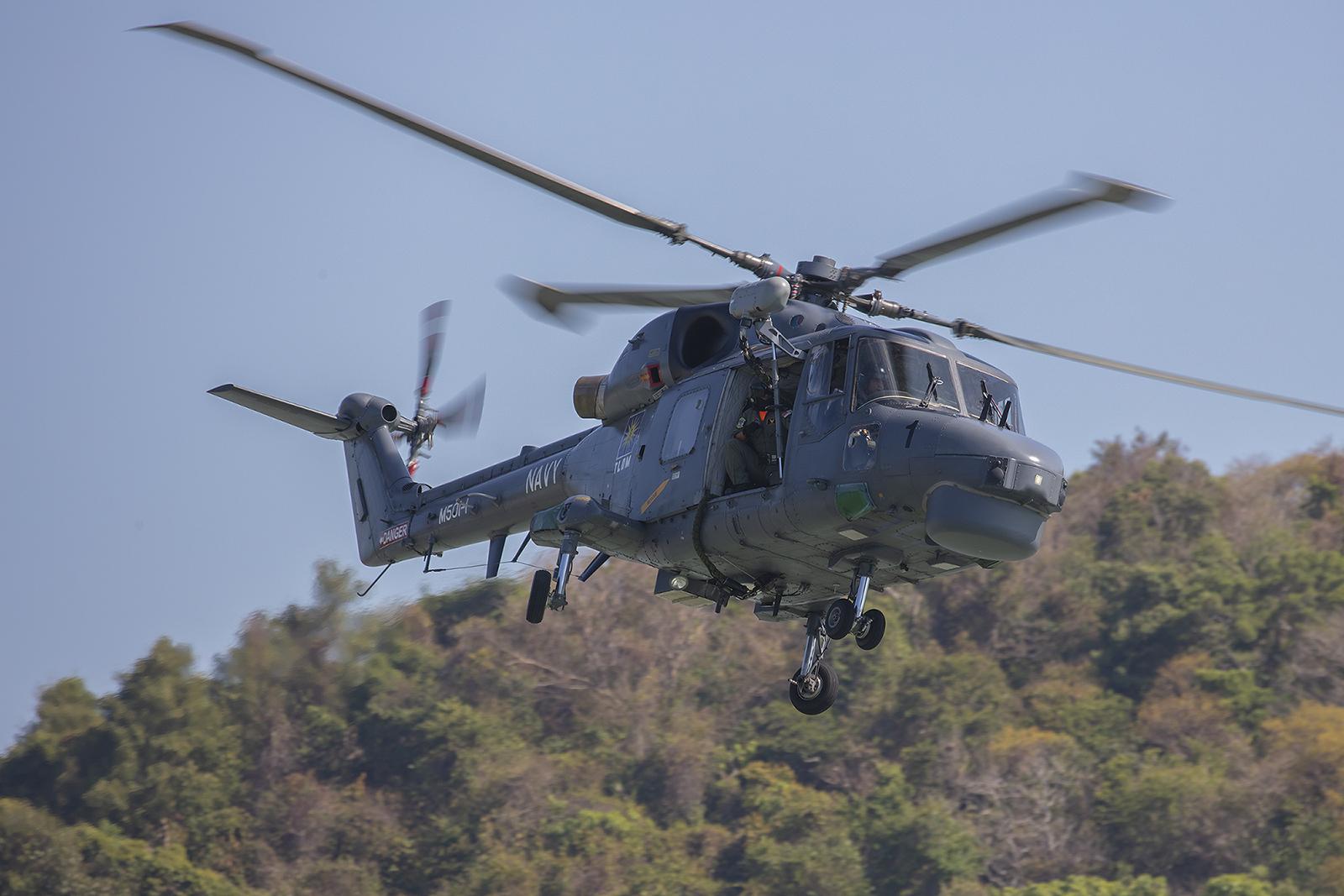 Ein Lynx der Marine an der Resortworld.