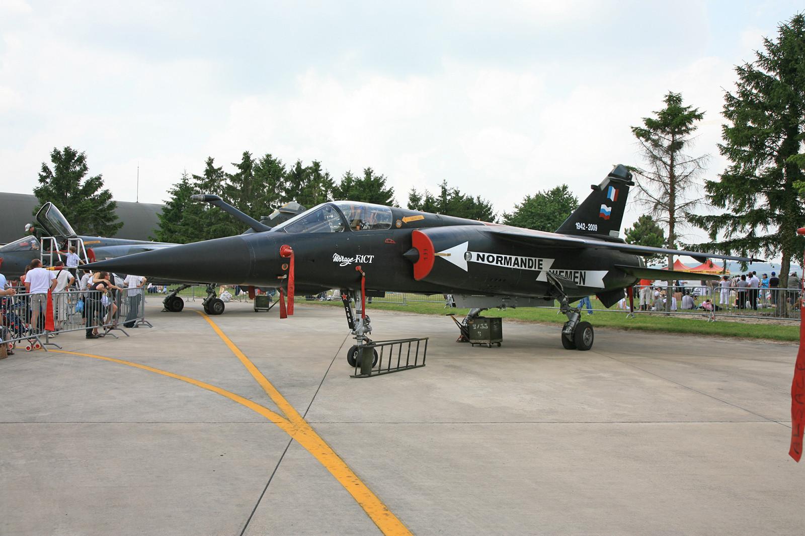 """Zum vorläufigen Ende der EC02.030 """"Normandie-Niemen"""" erhielt die """"260"""" diese Sonderlackierung, die auch auf die Vergangenheit der Staffel im II. Weltkrieg hinweist."""