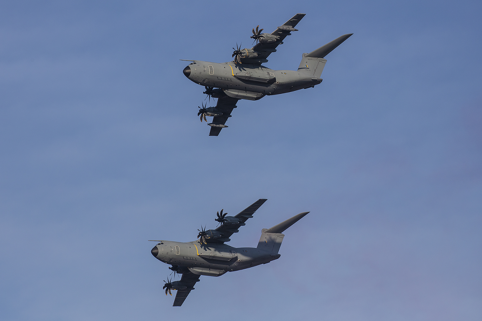Die RMAF hat vier Airbus A400M, von denen drei in der Vorführung flogen.