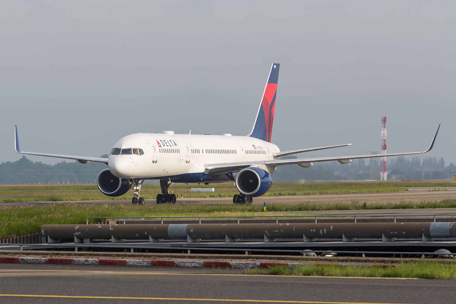 Da Paris seit weit im Westen liegt, fliegen alle US-Airlines auch mit der Boeing 757 nach CDG.