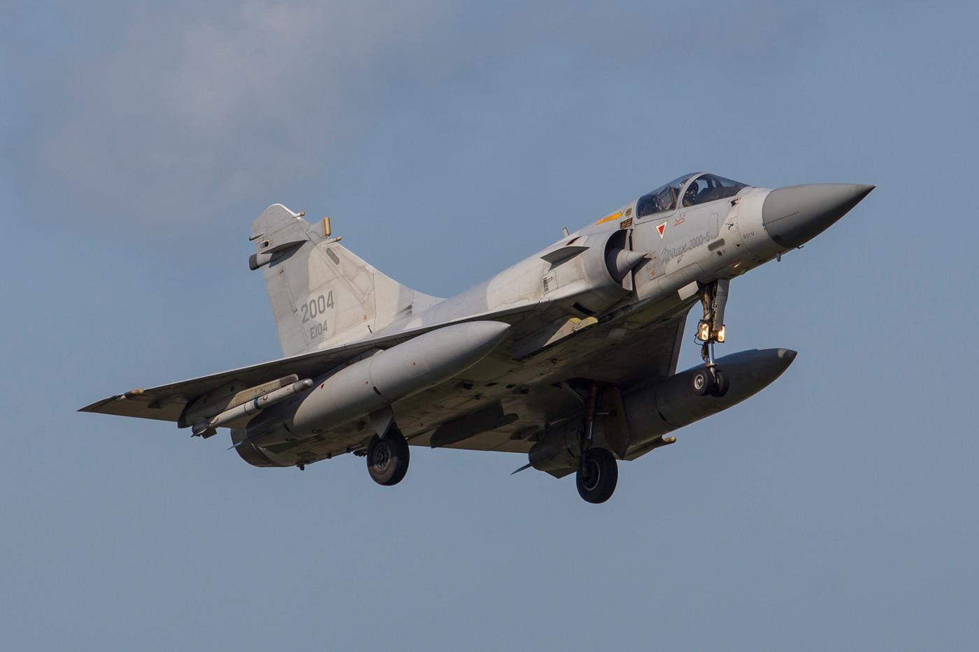 Die Mirages 2000-5Ei der RoCAF tragen keine Staffelwappen,....