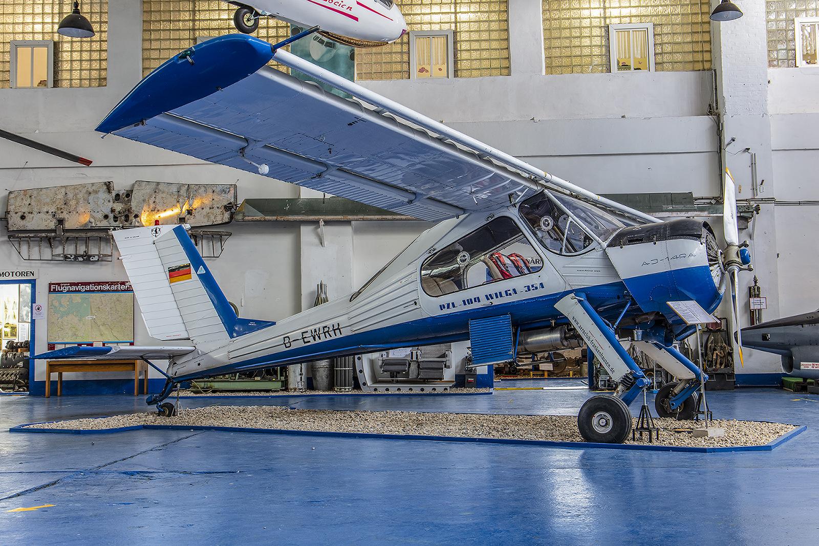 Merseburg - PZL 104 Wilga, siediente u.a. der GST als Schleppflugzeug.