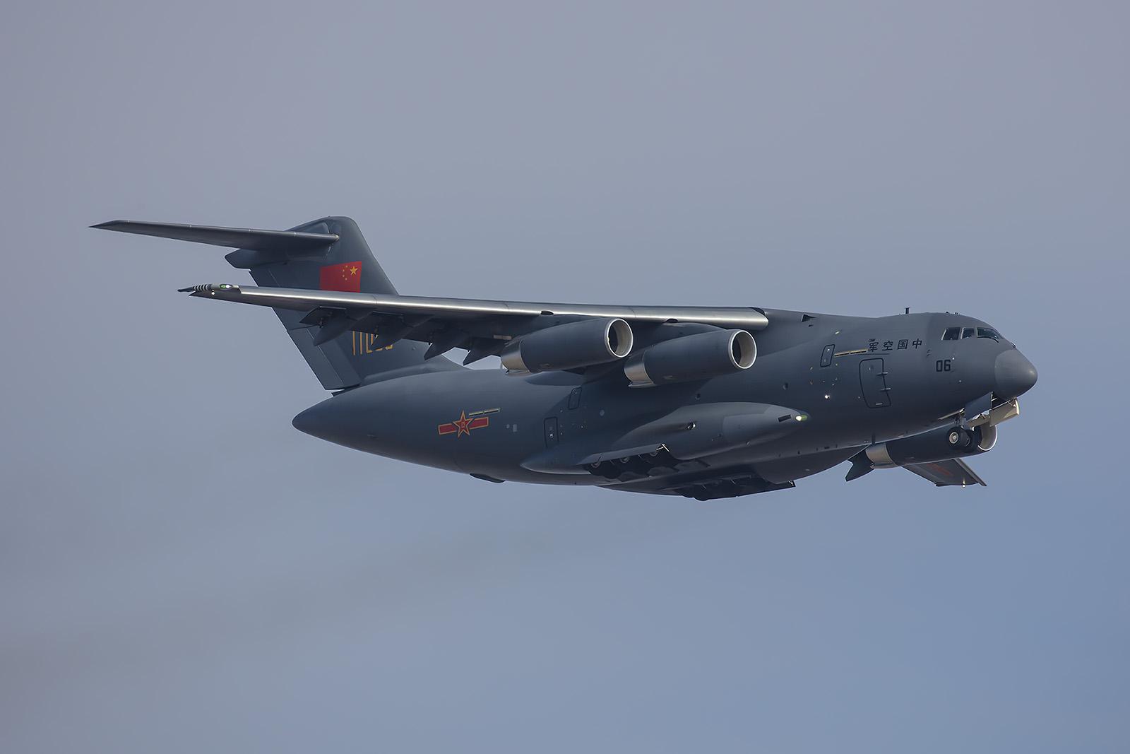 Gesicherte Angaben über die Leistungsfähigkeit der Y-20 existieren nicht. Im Flugprogramm wirkte sie allerdings erheblich träger als die C-17.