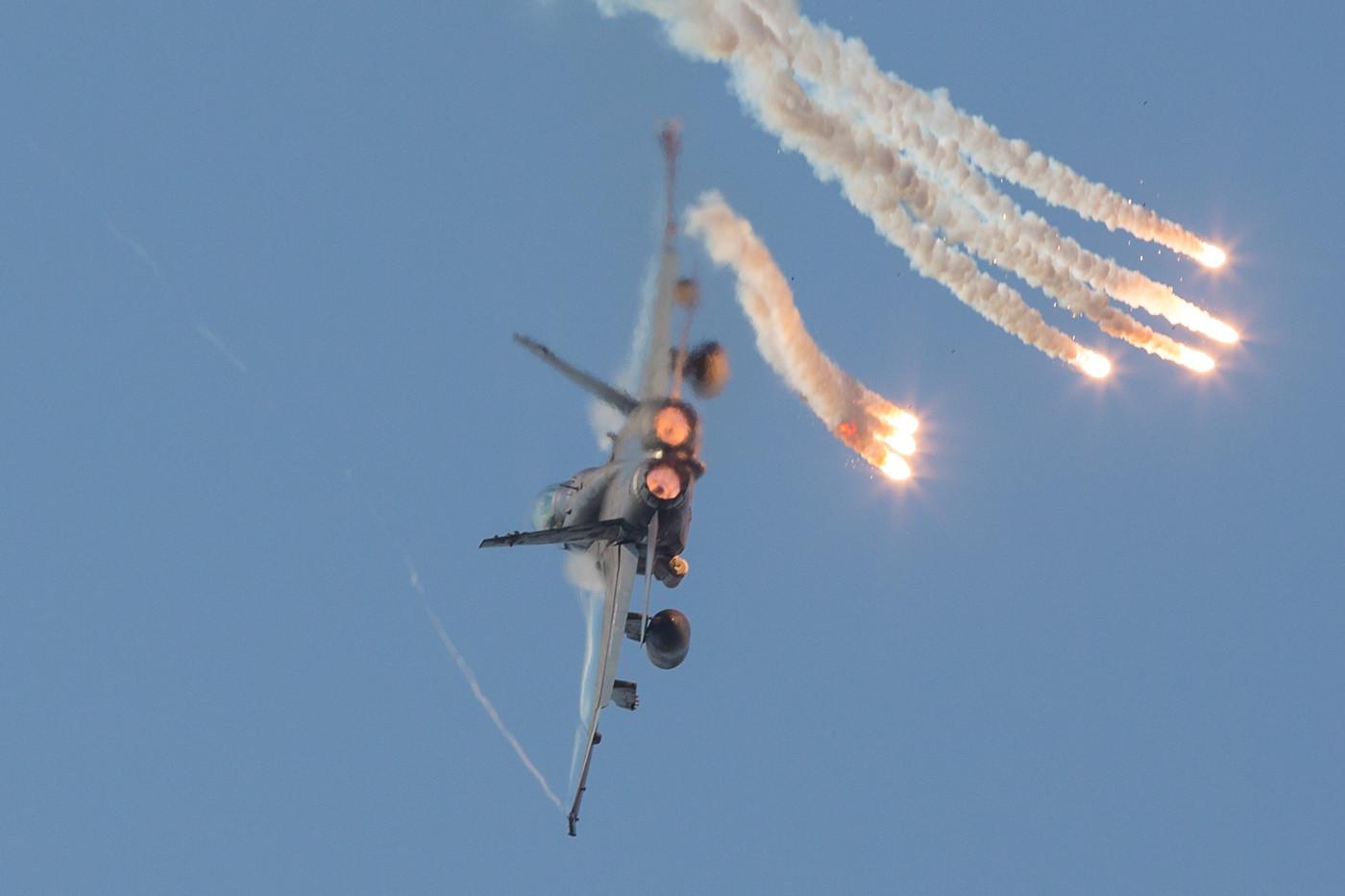 Eine der acht F/A-18D, welche die 18. Skn in Butterworth bilden.