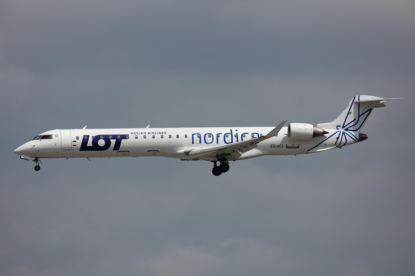 Vier CRJ-900 der estnischen Nordica fliegen derzeit für die LOT. Nordica wurde nach der Betriebseinstellung von Estonian Air 2015 in Tallinn neu gegründet.