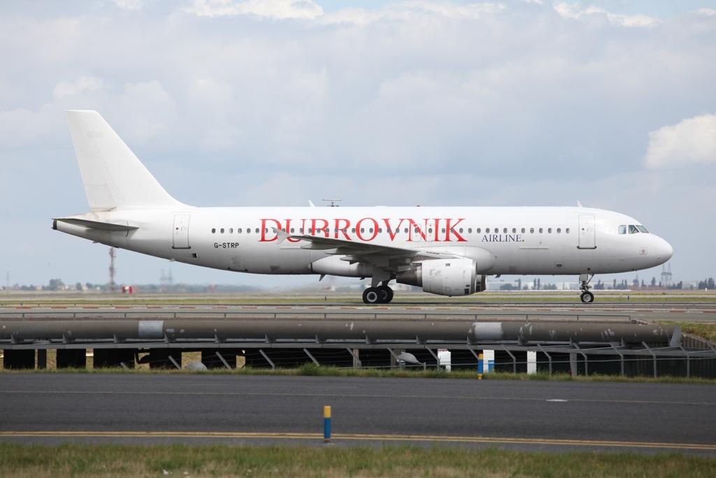 Dubrovnik Air hat leider etwas Farbe gelassen und verzichtet auf den Airbussen auf das Postkartenmotiv der Stadt.