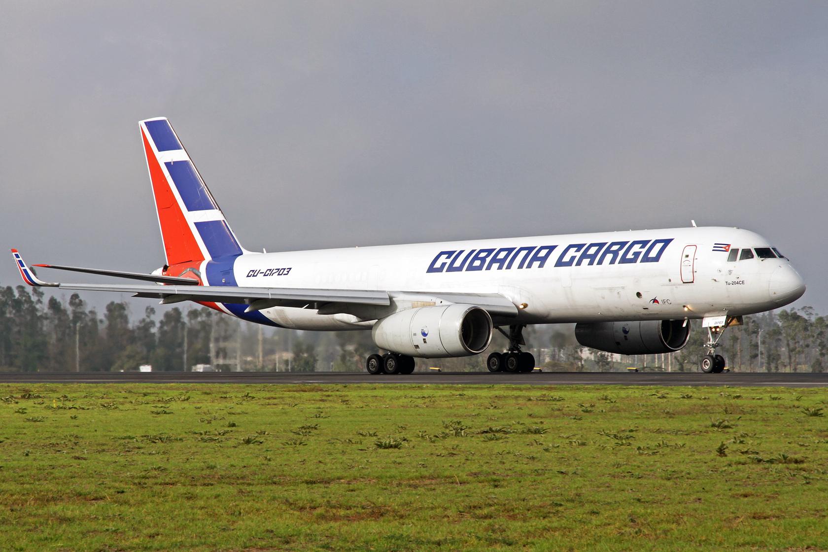 Cubana Cargo Tupolev Tu-204-100SE CU-T1703 - Mit diesem Vogel hatten wir viel Glück, er sollte schon um 07:00 Uhr starten, ging dann aber mit einer zweistündigen Verspätung auf die Heimreise und so konnten wir ihn noch ablichten...