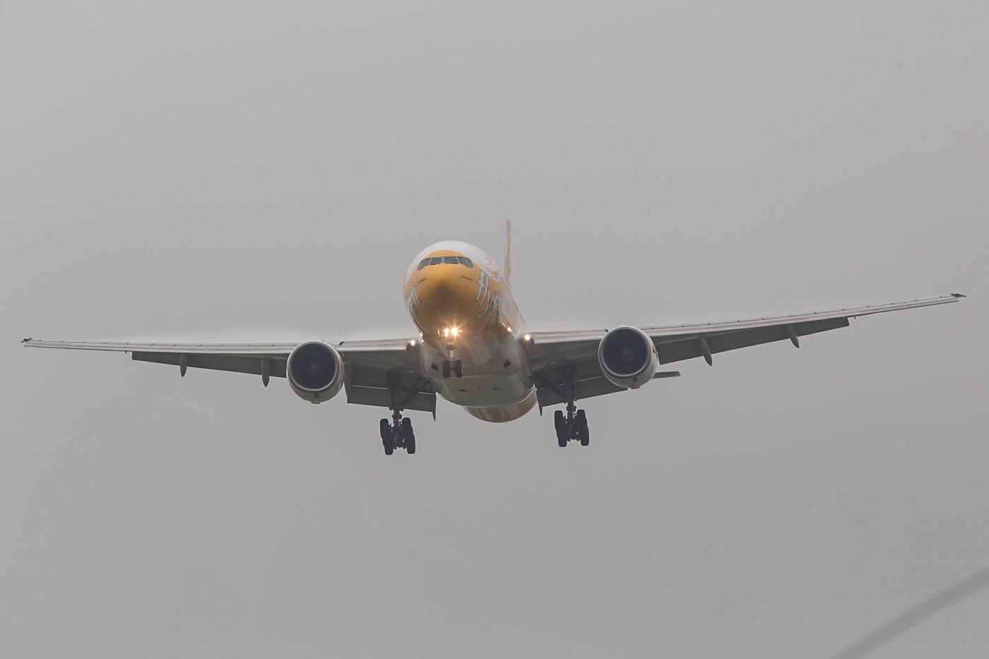 Leider steht man fast direkt im Anflug, wie bei dieser Boeing 777 der Scoot aus Singapur.