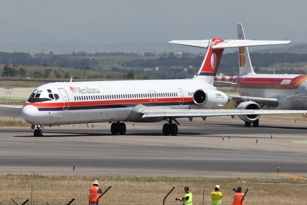 Meridiana MD-82