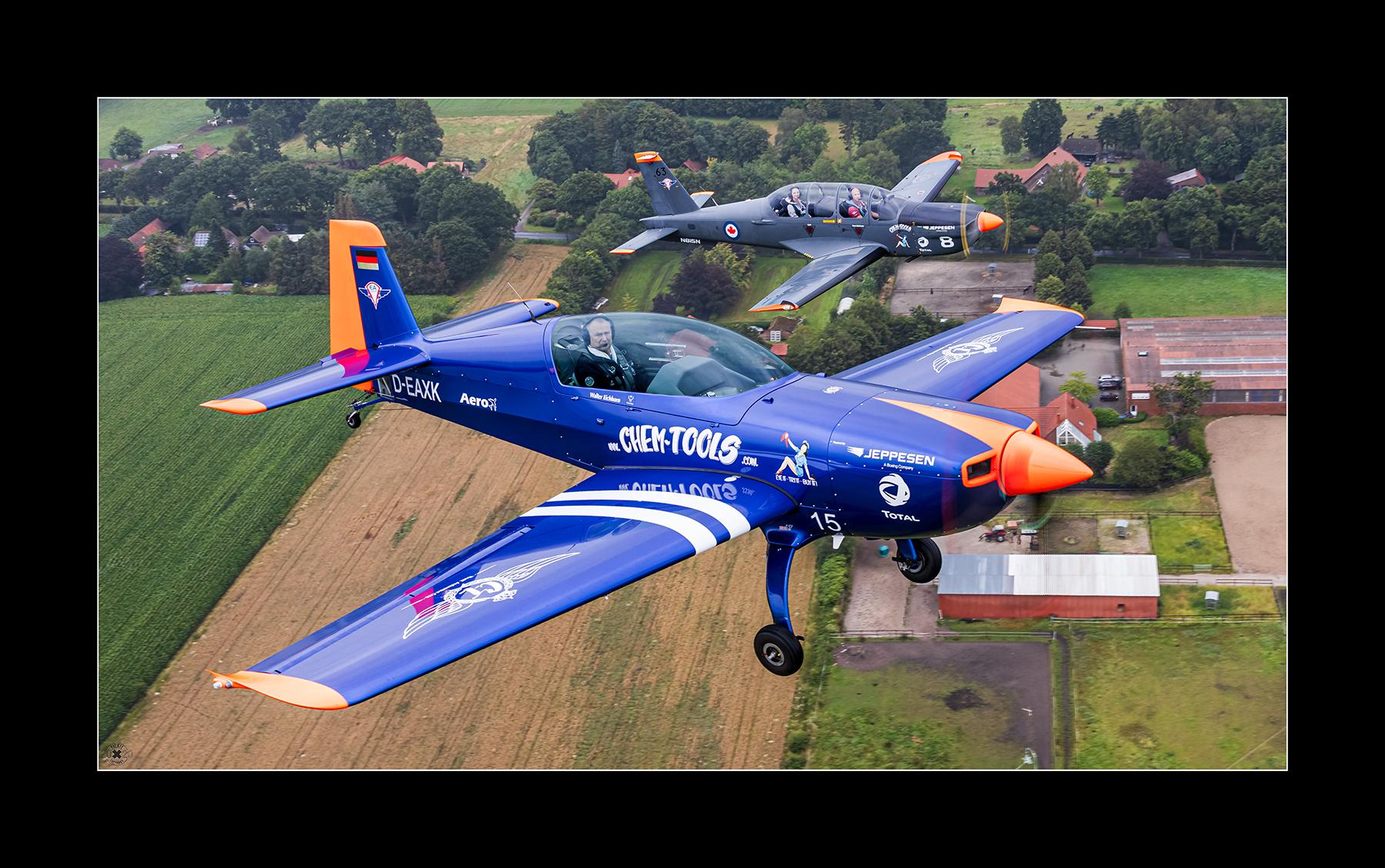 Air2air mit den Eichhörner, Extra 300.