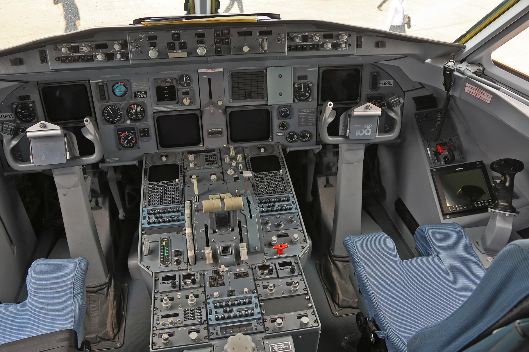 Auf der rechten Seite hat die Maschine noch einen Stick um z.B. Technik für den Rafale zu erproben.