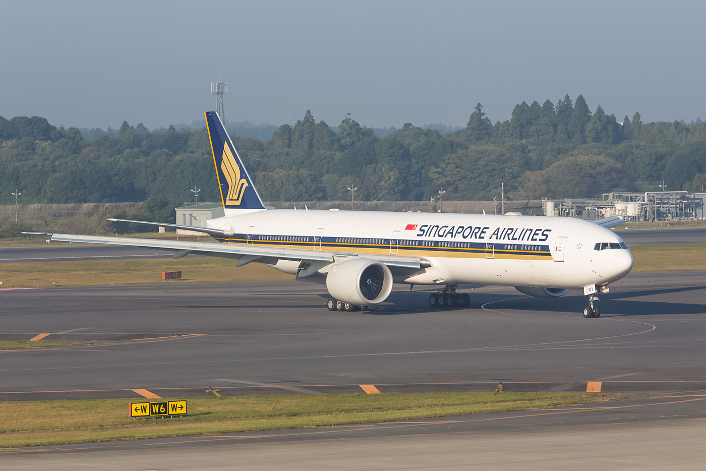 Boeing 777-300 der Sinagpore Airlines in Narita.
