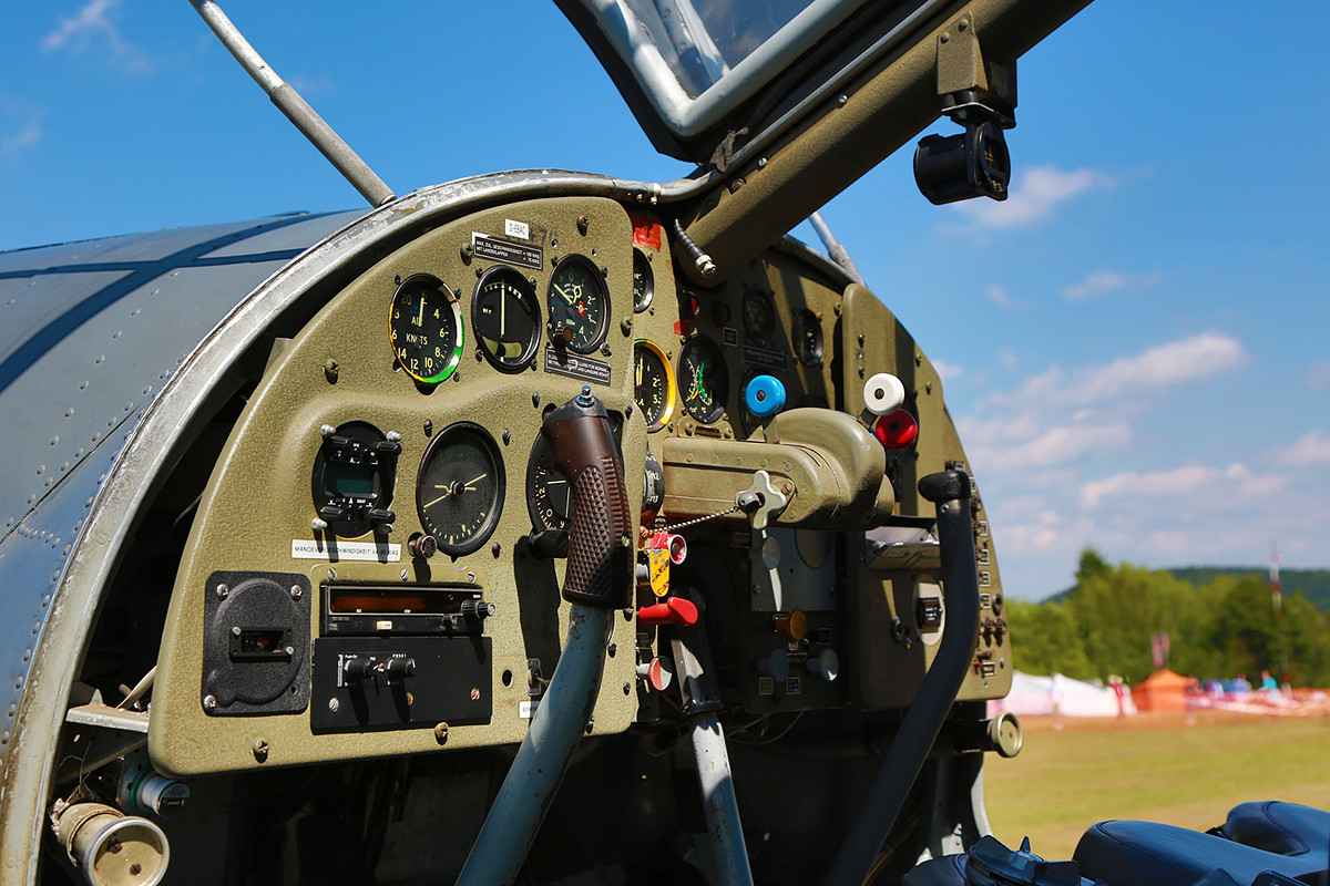 Das Cockpit der Dornier Do-27