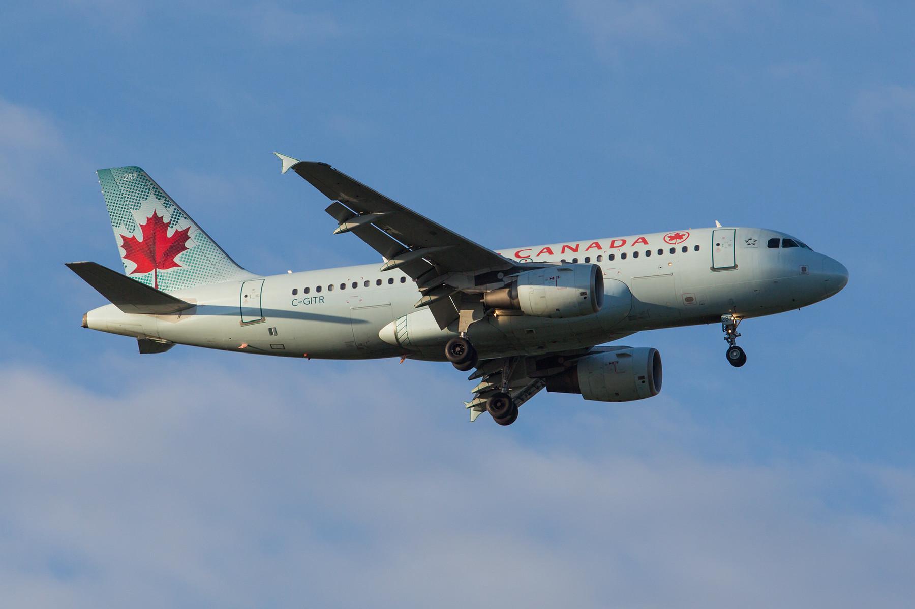 In London gibt es sie noch, kleine Maschinen in reiner Business Class Bestuhlung. A 319 der Air Canada.
