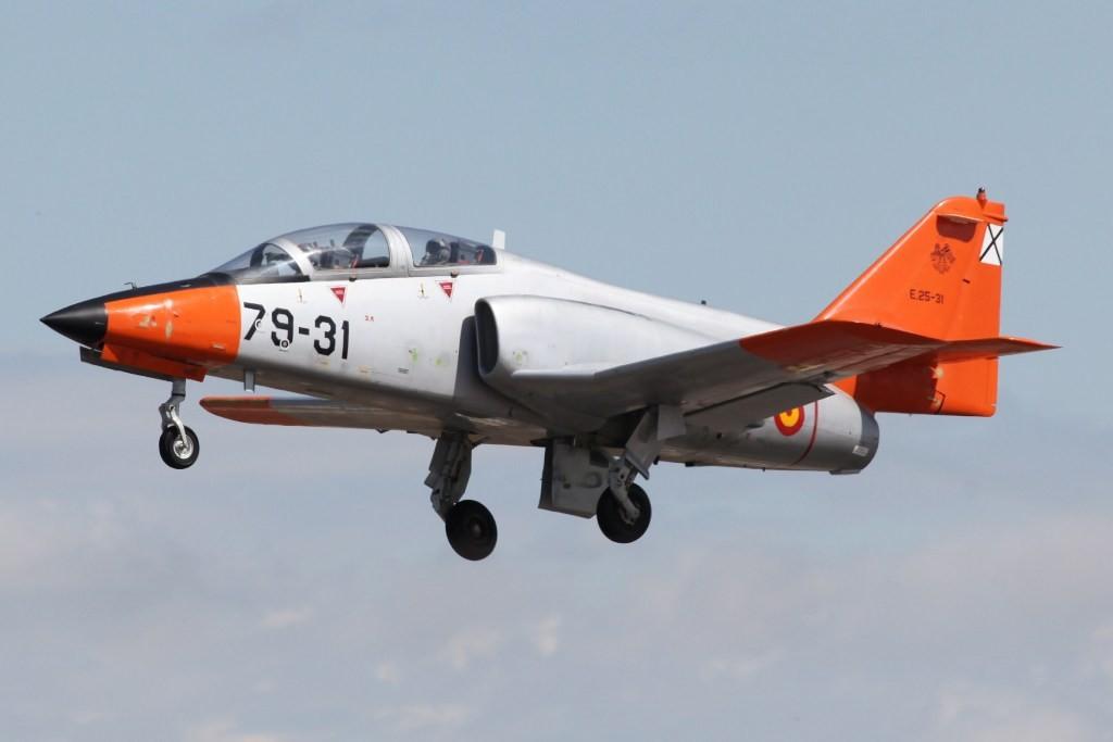 Die Aviojets wirken gegenüber vergleichbaren Mustern, wie dem Alpha Jet oder dem Hawk sehr schwerfällig.