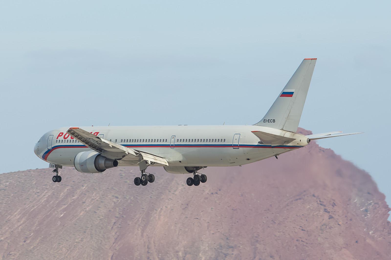Die Kanaren sind auch bei russischen Touristen sehr begehrt und so kommt jeden Freitag eine Boeing 767 der Rossia aus St. Petersburg.