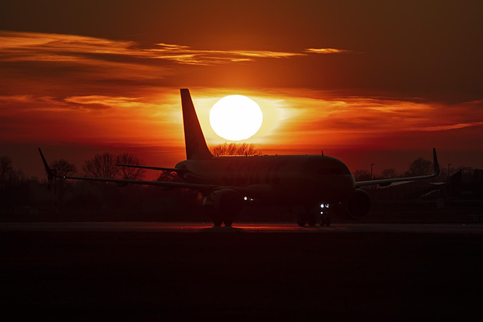 A 320NEO für Spirit Air im Sonnenuntergang.