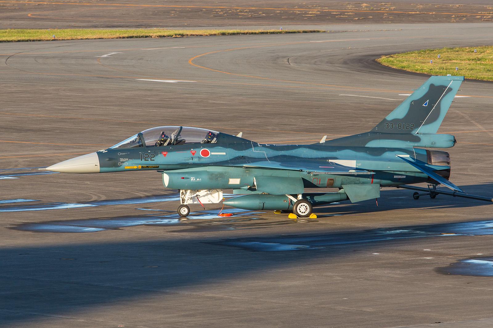 Ein F-2 Doppelsitzer von der 21 Hikotai aus Matsushima.