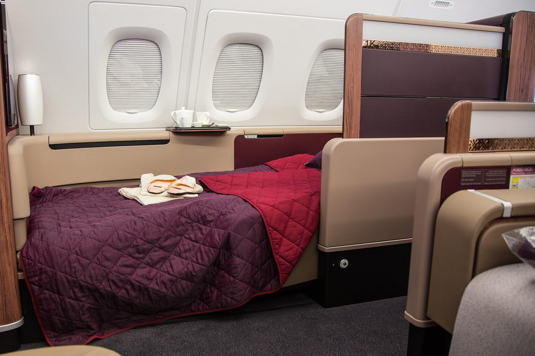 Ganz vorne im Oberdeck ist die First Class. Hier einmal der Sitz als Bett ......