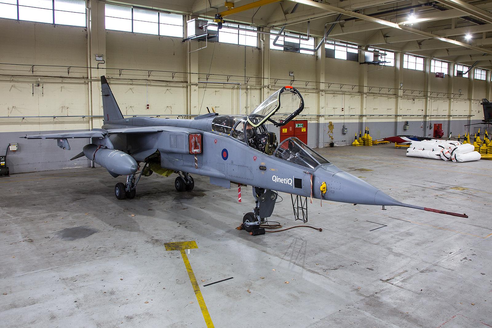 38 Exemplare des Doppelsitzige Trainers T.2 flogen bei der Royal Air Force.