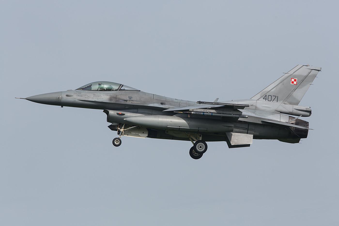 Deshalb hier nur ein paar Landebilder der F-16 Block 52+ aus Lask.