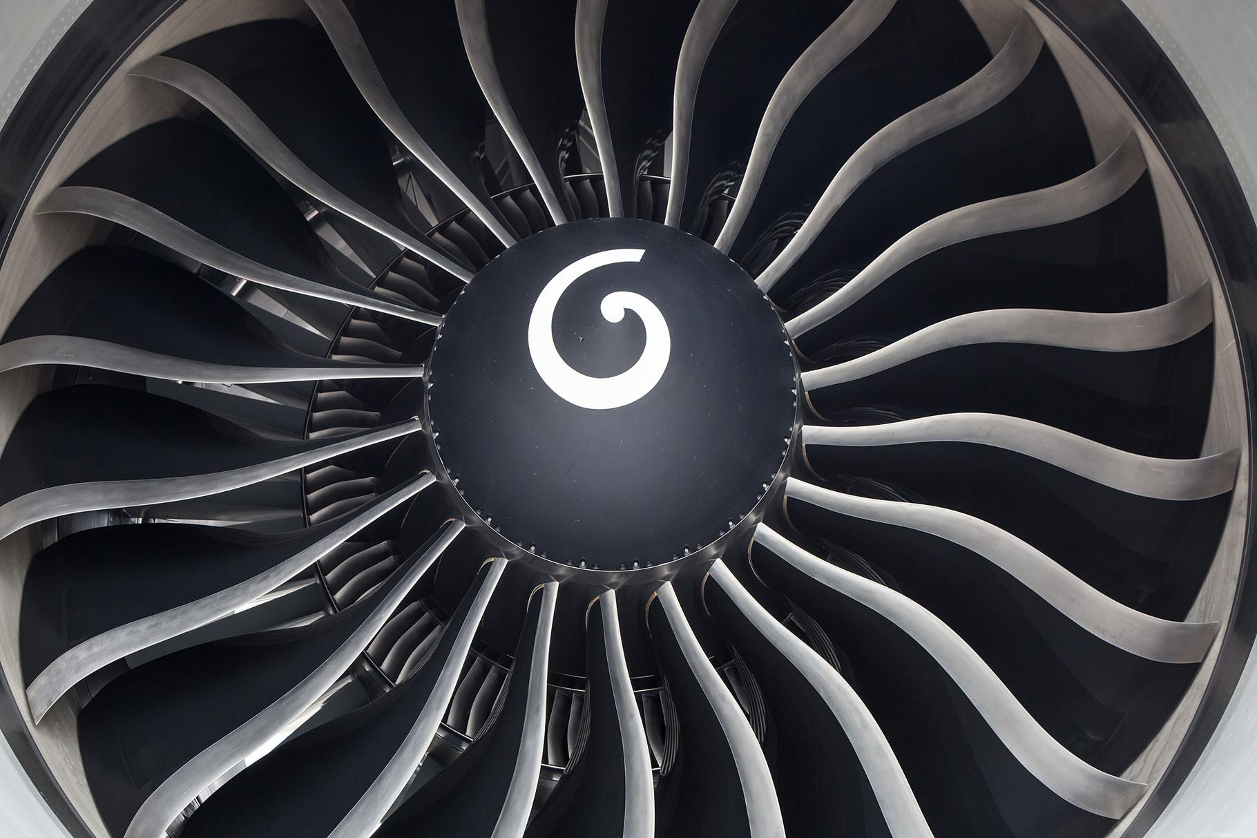 Blick in das riesige GE90 der Boeing 777
