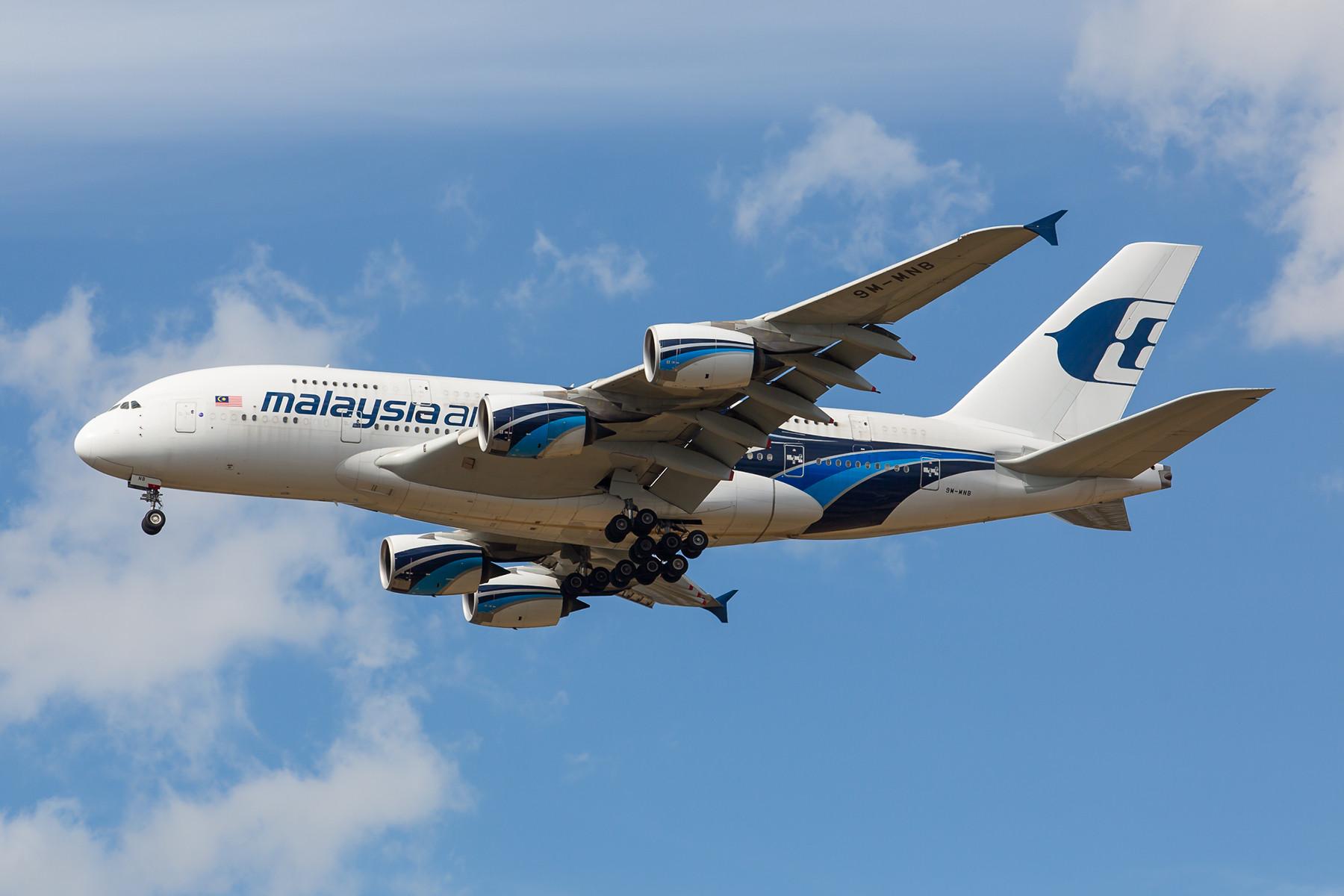 Kurz vor der Einstellung aller Liniendienste und der Liquidierung der Firma kam auch Malaysian Airlines mit ihren Superjumbos nach LHR.