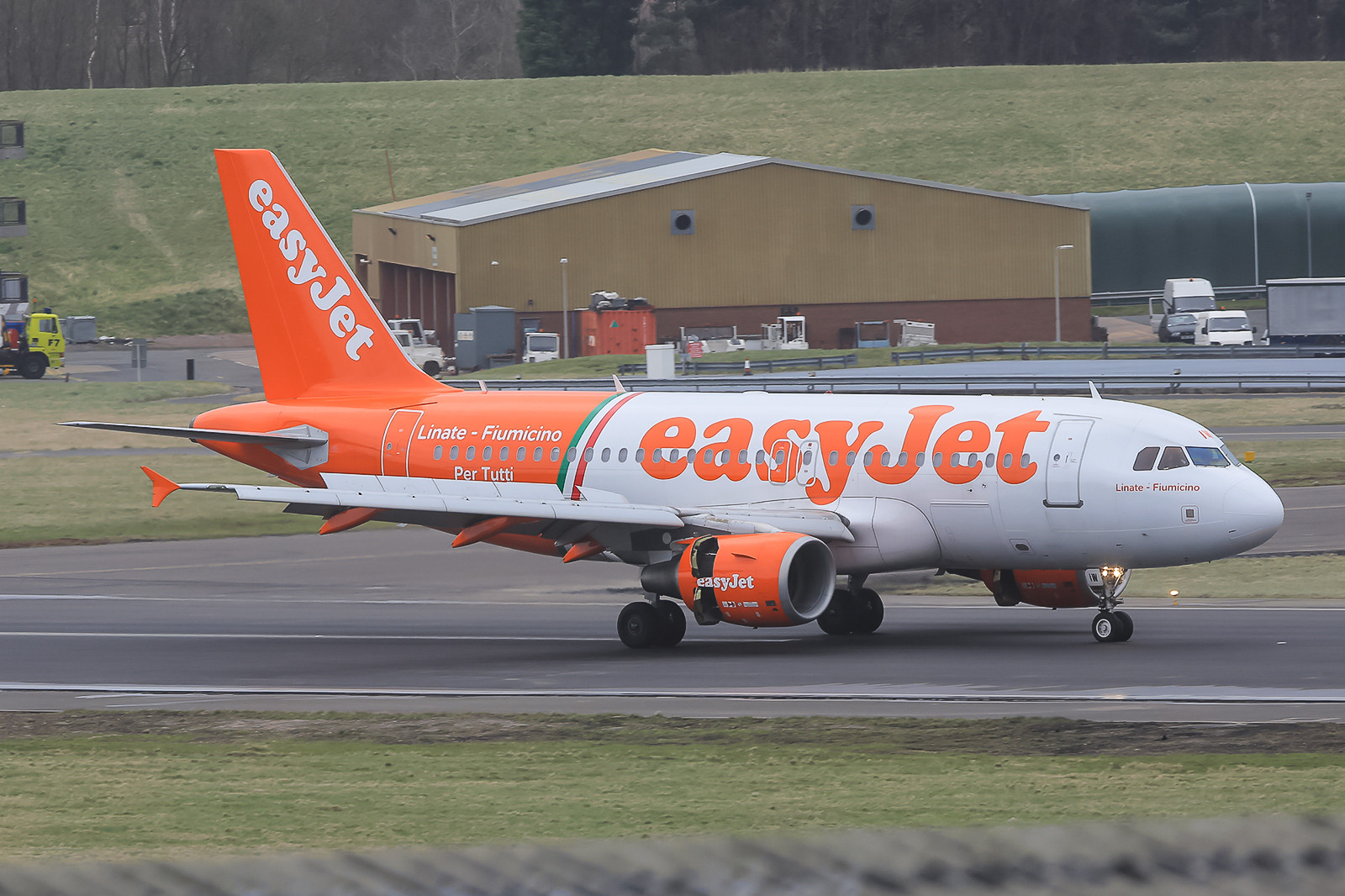Easyjet A 320 in special-cs.
