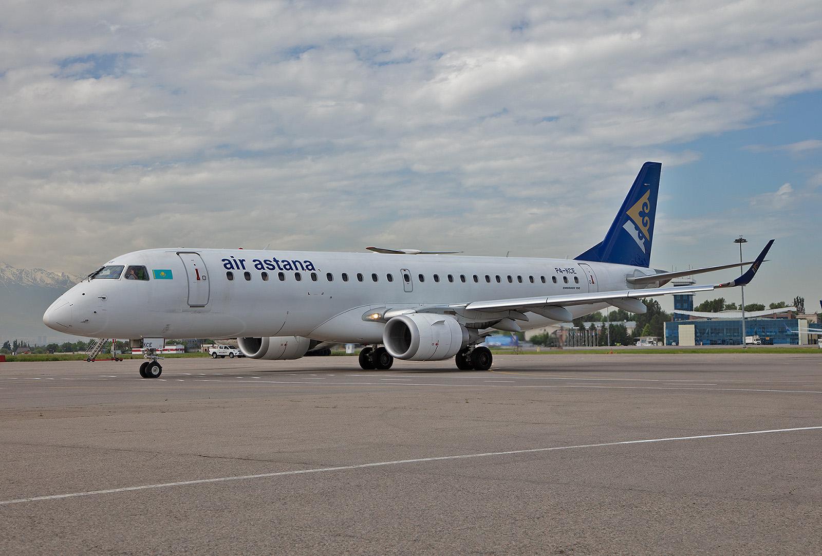 Auf wenig frequentierten Inlandsstrecken kommen Embraer Regionaljets zum Einsatz.