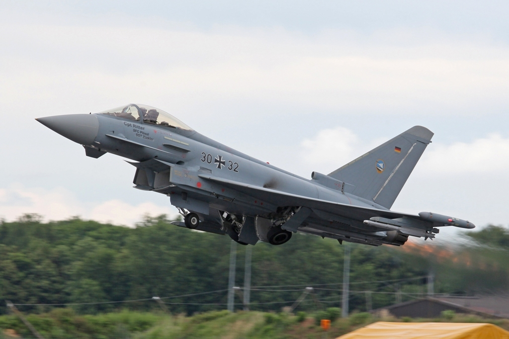 Die Nachbrenner verleihen dem Eurofighter 2x 90 kN Schub.