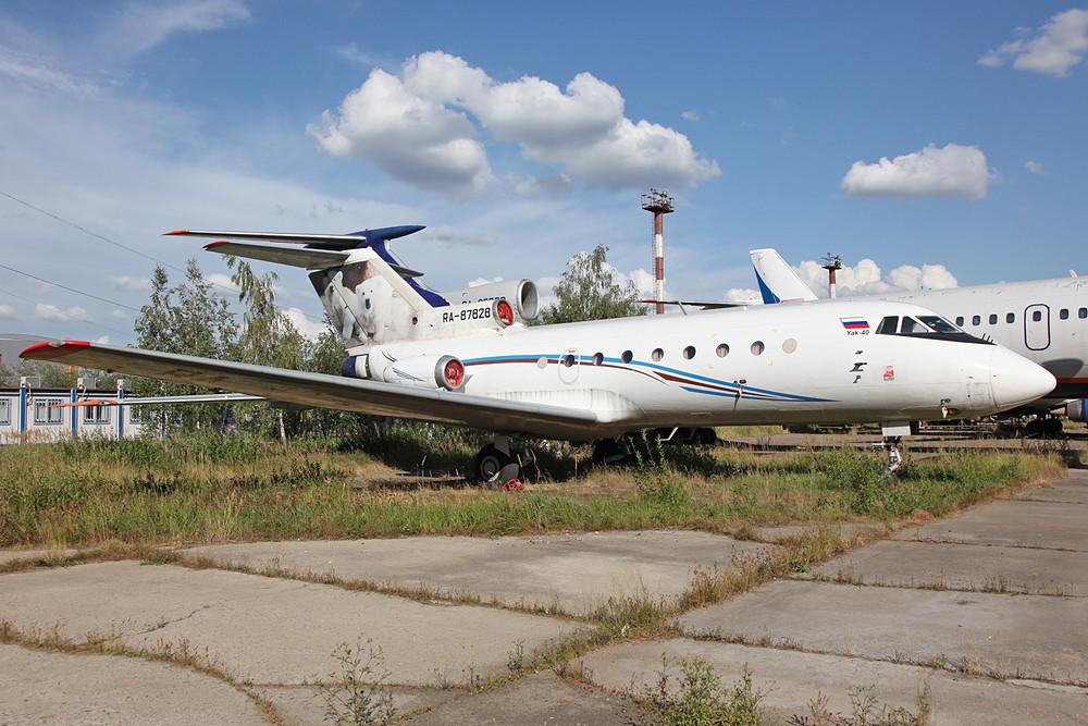 Sie hat wohl ihre Endstation erreicht, RA-87828. YAK-40, ehemals Rusjet.