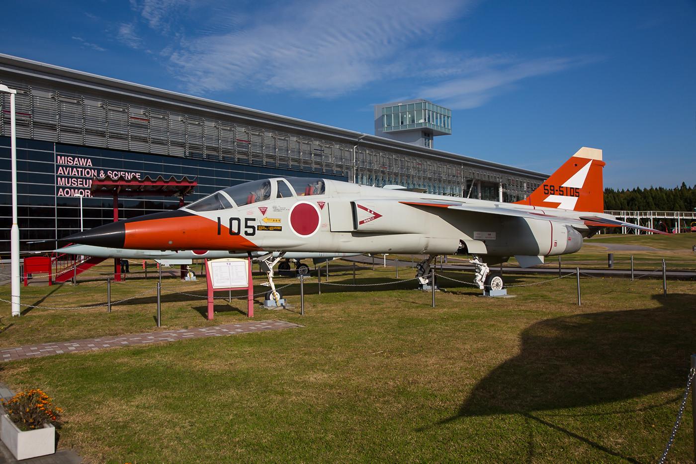 ....sowie eine F-2 der ADTW aus Gifu.
