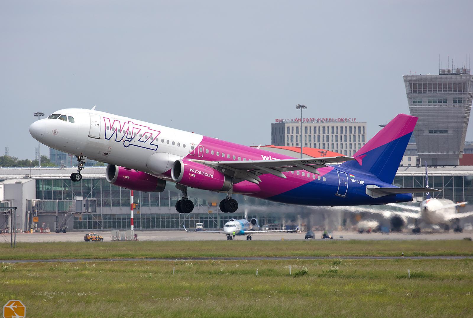 Im Unterschied zu Ryanair, ist die Wizz Air zurück in WAW. Nachdem in Modlin vor einigen Jahren ein Teil der Bahn gesperrt werden musste, entschieden sich die Ungaren nach der Reparatur nicht zur Rückkehr an die ehemalige Airbase.