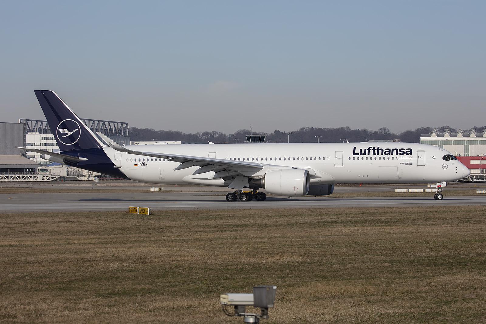 Aufgrund freier Kapazitäten wurde diese A 350XWB für Lufthansa in Hamburg lackiert.