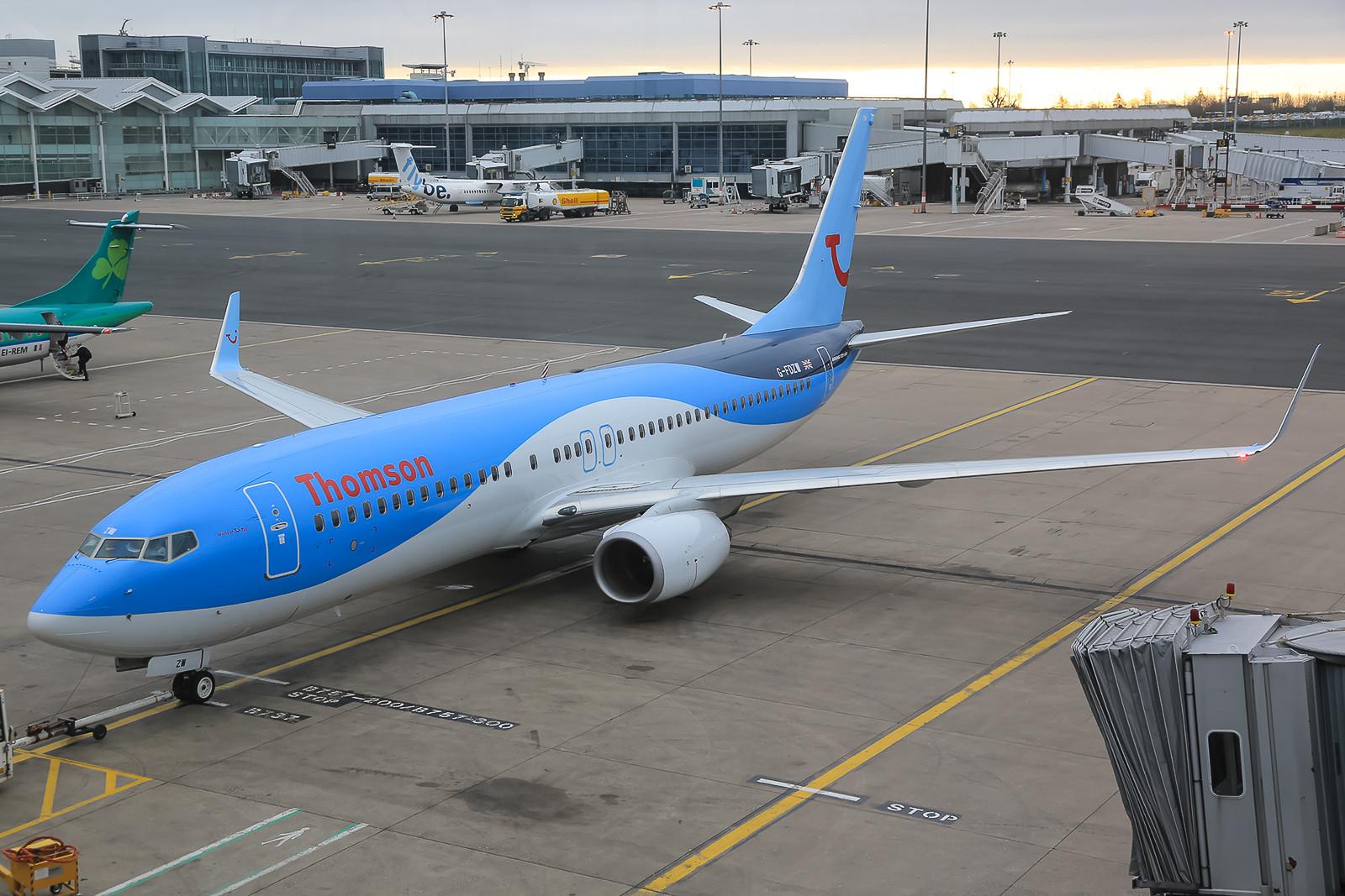Boeing 737-800W der Thomson vom Terminal aus.