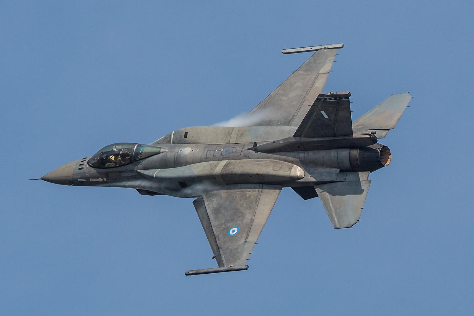 Nochmal die F-16 aus Griechenland, der bunte Jet blieb daheim für die zeitgleich stattfindene Athens Flying Week.