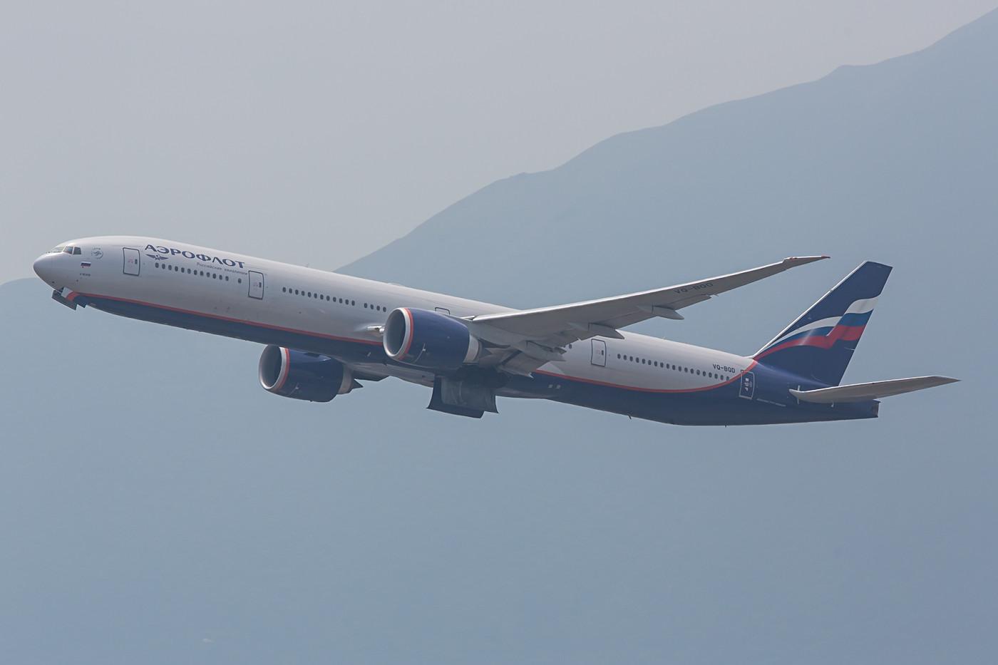 Mal sehen wie lange man sie noch sieht, die Boeing 777-300ER der Aeroflot. Die Sanktionen gegen Russland zwingen auch langsam die größte Airline des Landes in die Kniee und sorgen dafür, dass die Flotte verkleinert werden muss.