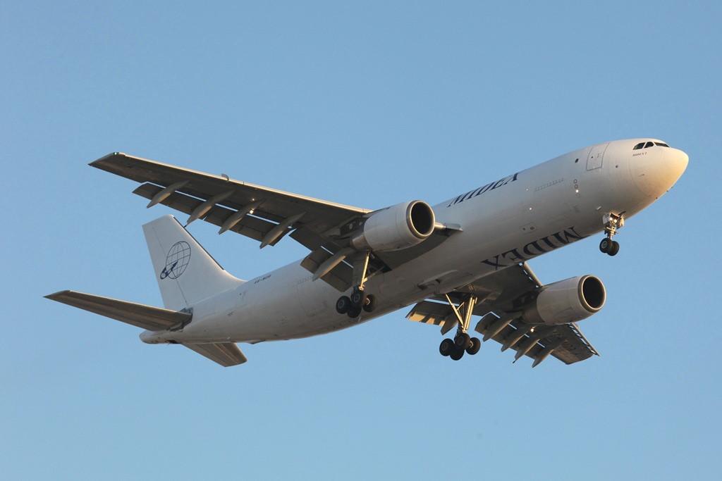 Die Frachtfluggesellschaft Midex betreibt unter anderem diesen früheren Qantas A 300.