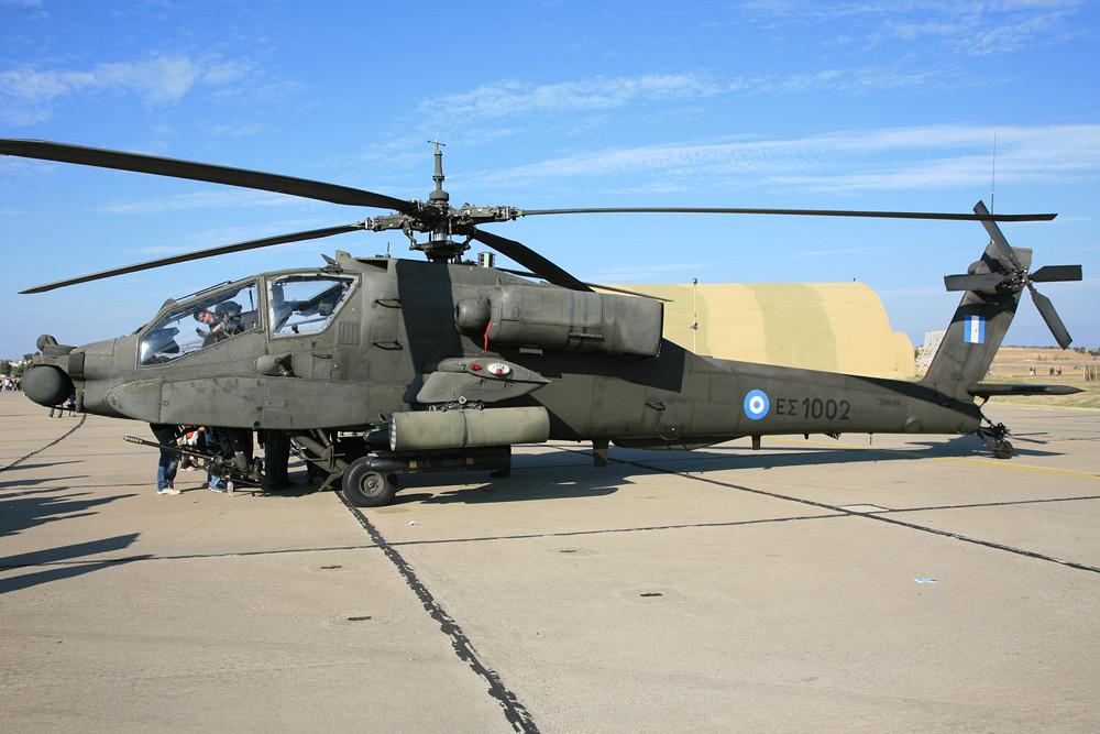 Die griechische Armee fliegt sowohl den AH-64A,...