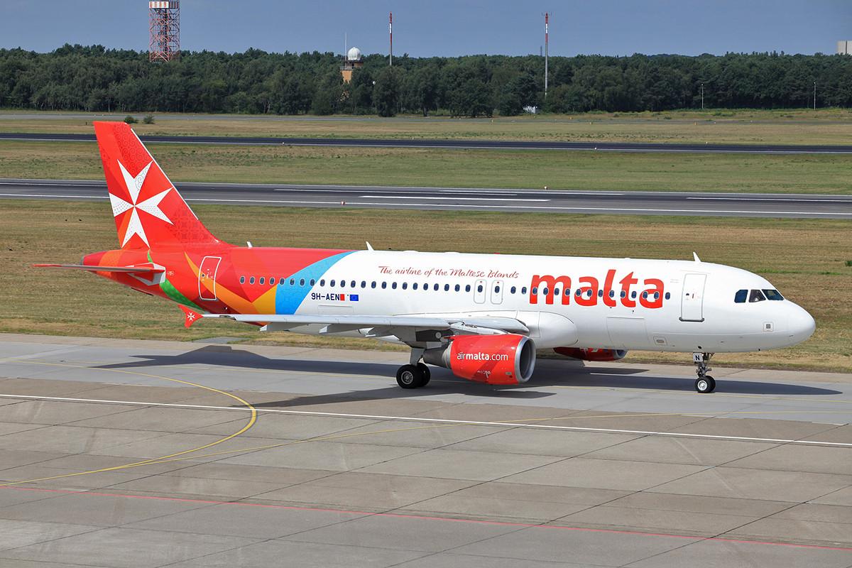 Die neu farbenfrohe Lackierung der Air Malta auf einer A-320.