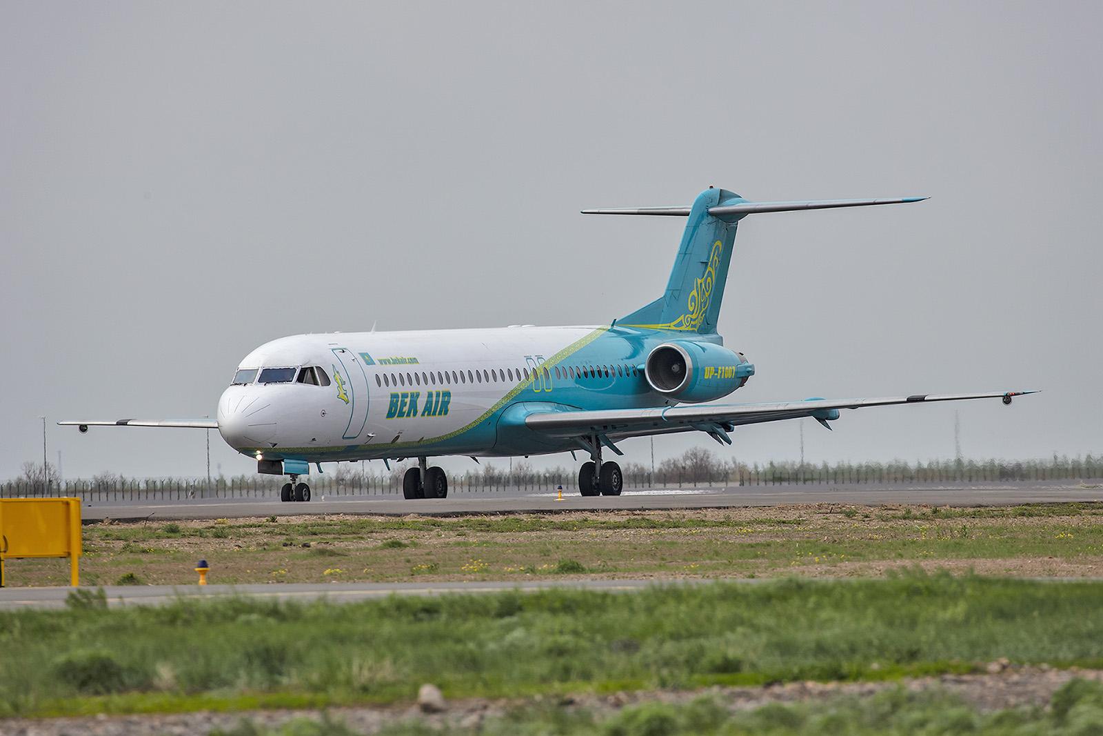 Eine der schönen Fokker 100 von Bek Air