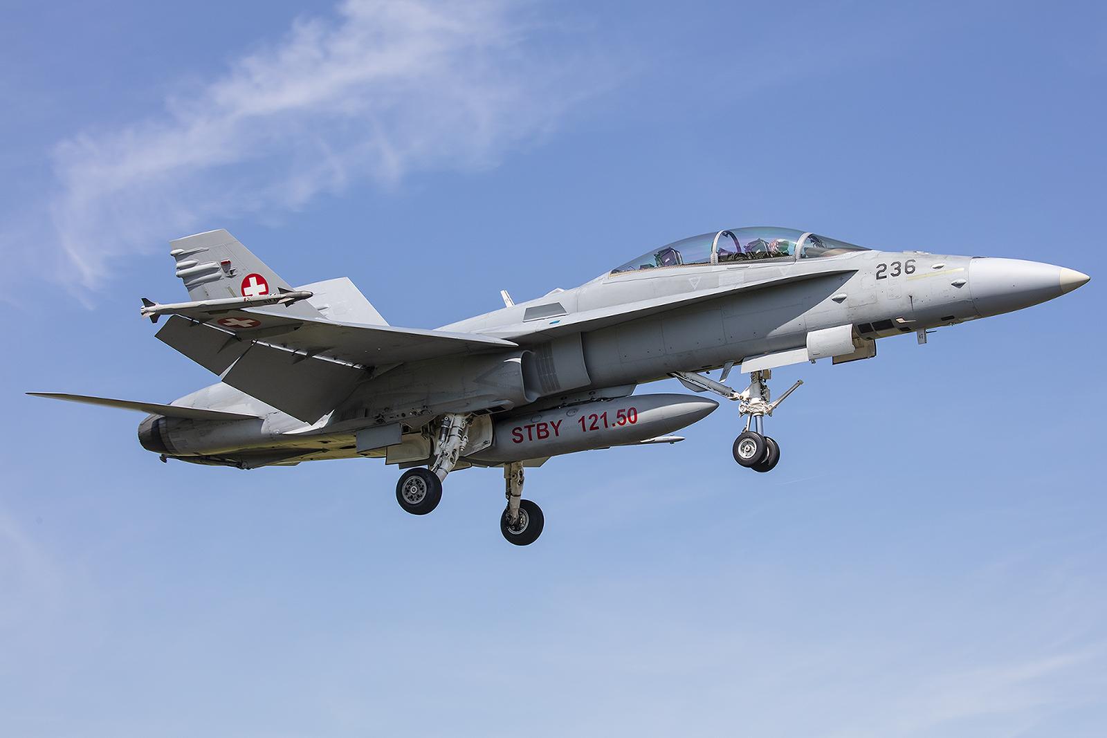 Von ursprünglich einmal 8 Doppelsitzern sind noch sieben im Dienst der Schweizer Luftwaffe, eine ging durch Absturz verloren.