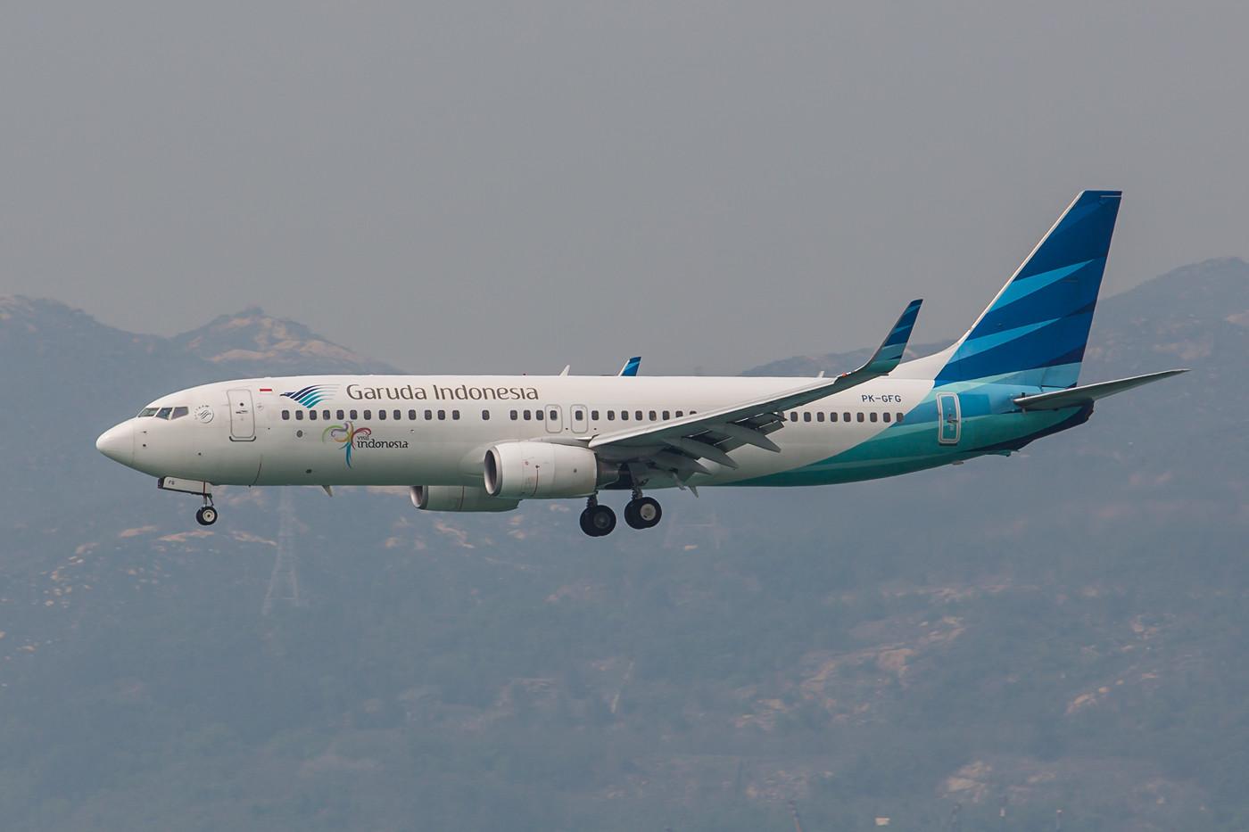 Garuda, die staatliche Airline von Indonesien mit einer ihrer vielen Boeing 737-800.