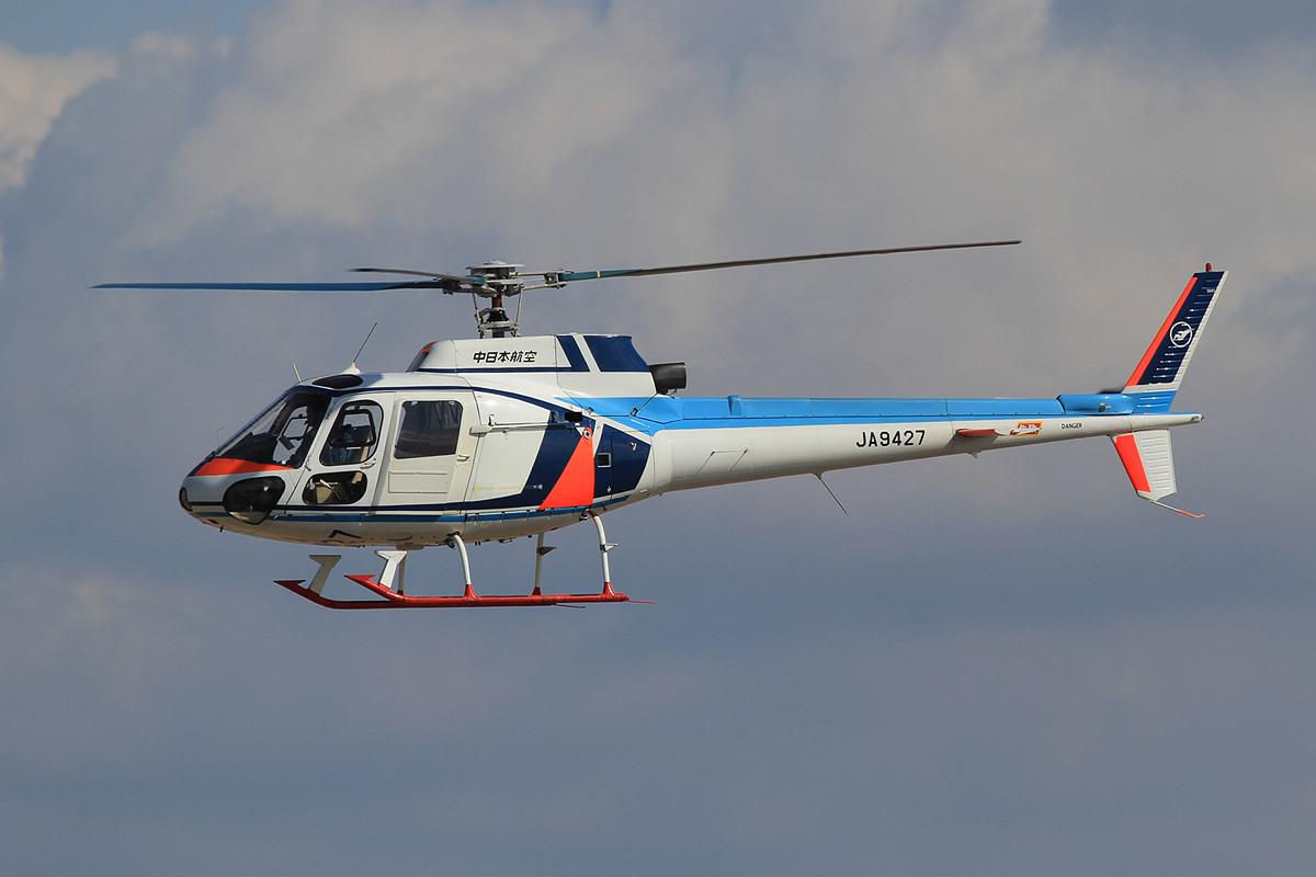Einer der Zahlreichen Helicopter am Platz.