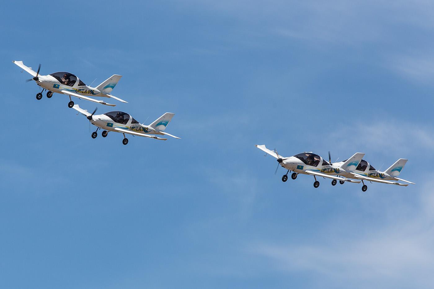 Formation aus vier Ultraleichtfliegern